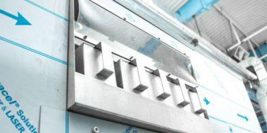 Промышленное прачечное оборудование. Индустриальная прачечная. На фото профессиональная стиральная машина JENSEN JWE 110/250.