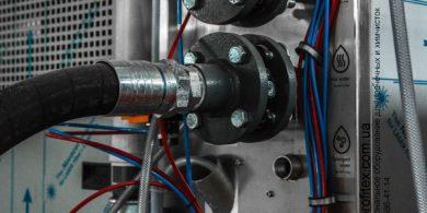 Открыть прачечную с нуля. Индустриальная прачечная. На фото подключения профессиональной стиральной машины JENSEN JWE 110/250.