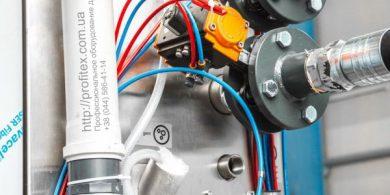 Установка и сервисное обслуживание стиральных машин JENSEN. Индустриальная прачечная. На фото подключения профессиональной стиральной машины JENSEN JWE 110/250.