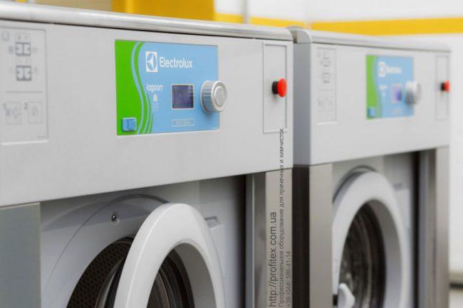 Промышленные стиральные машины для химчистки, аквачистки, прачечной. Сеть химчисток Экочистка VESCH, Украина, Одесса. На фото профессиональные стиральные машины Electrolux Lagoon W5180H.