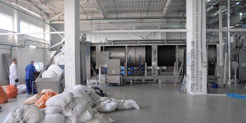 Открыть прачечную и химчистку с нуля с оборудованием от PROFITEX. Промышленный прачечный комплекс БЛЕСК, Украина, Киев. На фото туннельная стиральная машина JENSEN Universal Германия.