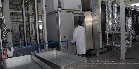 Подбор, установка и сервисное обслуживание туннельных стиральных машин. Промышленный прачечный комплекс БЛЕСК, Украина, Киев. На фото туннельная стиральная машина JENSEN Universal Германия.