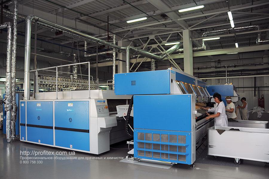 Профессиональное гладильное оборудование для промышленной прачечной. Промышленный прачечный комплекс БЛЕСК, Украина, Киев. На фото гладильный каток JENSEN Jenroll EXPress Германия, многофункциональная распрямляющая машина подачи JENSEN Jenfeed Logic Plus Германия.