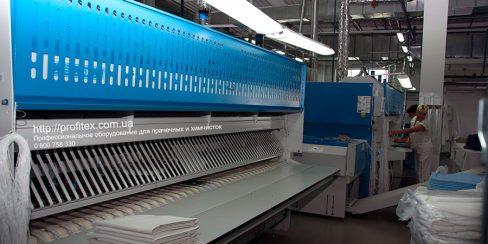 Складыватели белья для промышленной и коммерческой прачечной. Промышленный прачечный комплекс БЛЕСК, Украина, Киев. На фото автоматические складыватели прямого белья JENSEN Германия.