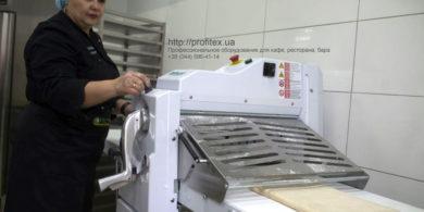 Оборудование для открытия пекарни от PROFITEX. Кафе-пекарня «Chef's Bakery Пекарня от шефа», Украина, Сумы. На фото тестораскаточная машина Rollmatic (Италия).