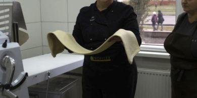 Тестораскаточное профессиональное оборудование. Кафе-пекарня «Chef's Bakery Пекарня от шефа», Украина, Сумы. На фото тестораскаточная машина Rollmatic (Италия).