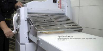 Оборудование для приготовления теста для пекарни, пиццерии, кафе, кондитерской. Кафе-пекарня «Chef's Bakery Пекарня от шефа», Украина, Сумы. На фото тестораскаточная машина Rollmatic (Италия).