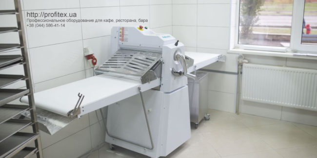Тестораскатки для пекарни, кафе, ресторана, пиццерии. Кафе-пекарня «Chef's Bakery Пекарня от шефа», Украина, Сумы. На фото тестораскаточная машина Rollmatic (Италия).