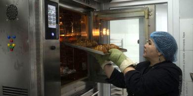 Печи для профессиональных кухонь заведений общепита. Кафе-пекарня «Chef's Bakery Пекарня от шефа», Украина, Сумы. На фото комбинированная печь для выпечки Venarro, состоящая из конвекционной печи, подовой печи и расстоечного шкафа.