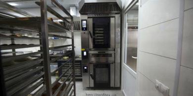 Оборудование для открытия пекарни от PROFITEX. Кафе-пекарня «Chef's Bakery Пекарня от шефа», Украина, Сумы. На фото комбинированная печь для выпечки Venarro, состоящая из конвекционной печи, подовой печи и расстоечного шкафа.