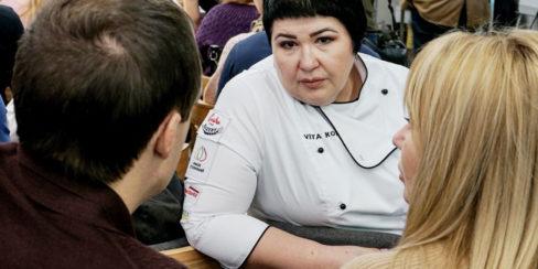 Оснащение кухни кафе, пекарни, ресторана профессиональным оборудованием от PROFITEX. GASTRO BAKERY HUB, Украина, Киев. На фото бренд пекарь-технолог PROFITEX GROUP Вита Козар на открытии студии GASTRO BAKERY HUB.