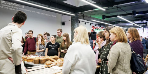 Проект пекарни, кондитерской, кулинарной студии от PROFITEX. GASTRO BAKERY HUB, Украина, Киев. На фото мастер-класс на открытии студии GASTRO BAKERY HUB.