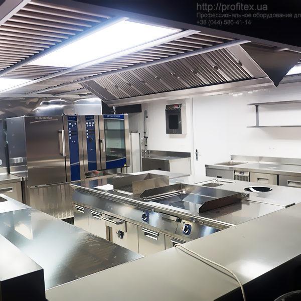 Профессиональное кухонное оборудование для ресторана и кафе. Сеть элитных винно-продуктовых магазинов Good Wine, Киев. На фото тепловое оборудование Electrolux Professional Италия.