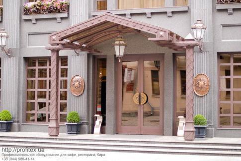 Профессиональное ресторанное оборудование для HoReCa от PROFITEX. Отель AXELHOF, Днепр. На фото вход в отель.