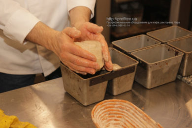 Оборудование для кондитерских цехов, пекарни, кулинарии. Мастер-класс ВСЕ О РЖАНОМ ХЛЕБЕ 10-11 февраля 2020, Киев. На фото приготовление ржаного хлеба.