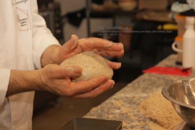 Специализированное оборудование для пекарни, пиццерии и кондитерской. Мастер-класс ВСЕ О РЖАНОМ ХЛЕБЕ 10-11 февраля 2020, Киев. На фото приготовление ржаного хлеба.
