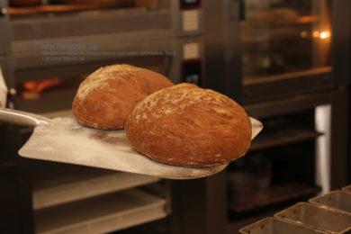 Профессиональное оборудование для пекарен, кафе, пиццерий, ресторана. Мастер-класс ВСЕ О РЖАНОМ ХЛЕБЕ 10-11 февраля 2020, Киев. На фото ржаной хлеб, испеченный на мастер-классе.