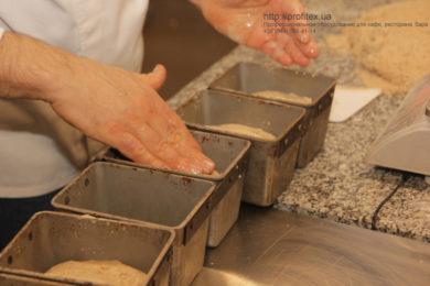 Открыть пекарню с профессиональным кухонным оборудованием от PROFITEX. Мастер-класс ВСЕ О РЖАНОМ ХЛЕБЕ 10-11 февраля 2020, Киев. На фото приготовление ржаного хлеба.