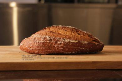 Оборудование для булочной и пекарни. Мастер-класс ВСЕ О РЖАНОМ ХЛЕБЕ 10-11 февраля 2020, Киев. На фото ржаной хлеб, испеченный на мастер-классе.