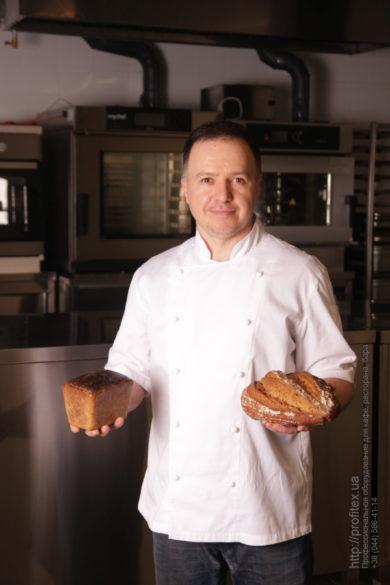 Готовый проект пекарни, мини-пекарни от PROFITEX. Мастер-класс ВСЕ О РЖАНОМ ХЛЕБЕ 10-11 февраля 2020, Киев. На фото ржаной хлеб, испеченный на мастер-классе.