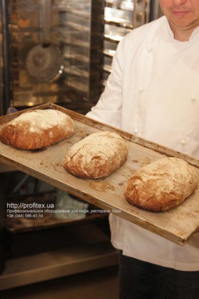 Мини-пекарня и пиццерия под ключ от PROFITEX. Мастер-класс ВСЕ О РЖАНОМ ХЛЕБЕ 10-11 февраля 2020, Киев. На фото ржаной хлеб, испеченный на мастер-классе.