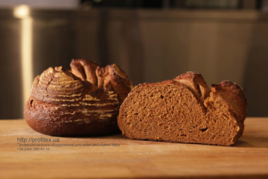 Пекарня под ключ от PROFITEX. Мастер-класс ВСЕ О РЖАНОМ ХЛЕБЕ 10-11 февраля 2020, Киев. На фото ржаной хлеб, испеченный на мастер-классе.
