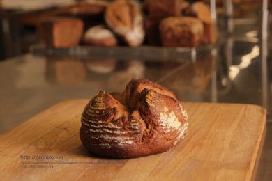 Открыть пекарню с профессиональным кухонным оборудованием от PROFITEX. Мастер-класс ВСЕ О РЖАНОМ ХЛЕБЕ 10-11 февраля 2020, Киев. На фото ржаной хлеб, испеченный на мастер-классе.
