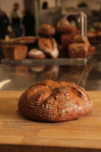 Оборудование для производства и выпечки хлеба от PROFITEX. Мастер-класс ВСЕ О РЖАНОМ ХЛЕБЕ 10-11 февраля 2020, Киев. На фото ржаной хлеб, испеченный на мастер-классе.