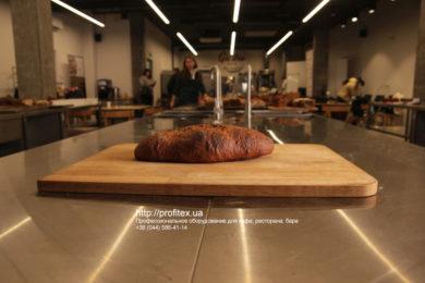 Профессиональное оборудование для выпечки, хлебобулочных изделий для пекарни и кондитерской. Мастер-класс ВСЕ О РЖАНОМ ХЛЕБЕ 10-11 февраля 2020, Киев. На фото ржаной хлеб, испеченный на мастер-классе.