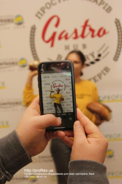 Поставка и обслуживание оборудования для кулинарных мастер-классов. Мастер-класс ВСЕ О РЖАНОМ ХЛЕБЕ 10-11 февраля 2020, Киев. На фото участники мастер-класса.