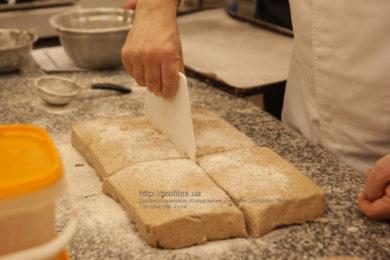 Профессиональное оборудование для работы с тестом для кафе, пекарни, булочной, ресторана. Мастер-класс ВСЕ О РЖАНОМ ХЛЕБЕ 10-11 февраля 2020, Киев. На фото приготовление ржаного хлеба.