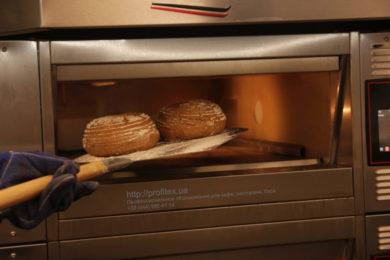 Печи для профессиональных кухонь заведений общественного питания. Мастер-класс ВСЕ О РЖАНОМ ХЛЕБЕ 10-11 февраля 2020, Киев. На фото выпекание ржаного хлеба в печи Eurofours.