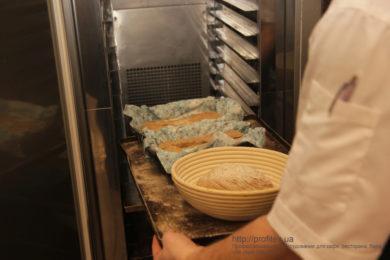 Конвекционные печи, расстоечные шкафы для ресторана, кафе, пиццерии, пекарни, булочной. Мастер-класс ВСЕ О РЖАНОМ ХЛЕБЕ 10-11 февраля 2020, Киев. На фото выпекание ржаного хлеба.