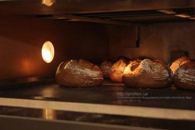 Пекарня под ключ от PROFITEX. Мастер-класс ВСЕ О РЖАНОМ ХЛЕБЕ 10-11 февраля 2020, Киев. На фото выпекание ржаного хлеба.