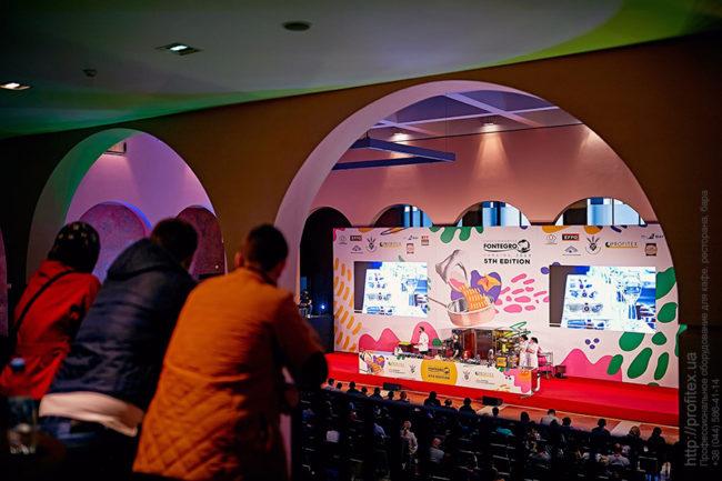 Оборудование для заведений общественного питания от PROFITEX. Шоу кухня на сцене конгресса шеф поваров FONTEGRO, Киев. На фото кухня с оборудованием My Chef, Modular, Gemm, ColdLine, Acber, Hot Mix Pro, Sammic, Hendi.