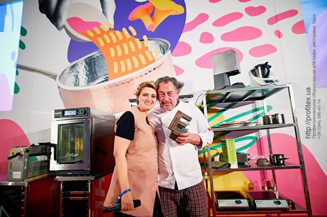 Тепловое оборудование для HoReCa. Шоу кухня на сцене конгресса шеф поваров FONTEGRO, Киев. На фото шеф повар Bruno Verdgu.