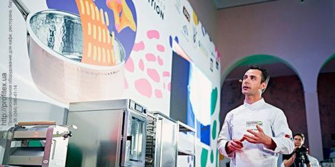 Проектирование кухни ресторана согласно технологическому заданию компанией PROFITEX. Шоу кухня на сцене конгресса шеф поваров FONTEGRO, Киев. На фото выступление Eduard Xatruch.