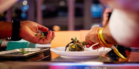 Ресторанное оборудование ведущих мировых брендов для HoReCa. Шоу кухня на сцене конгресса шеф поваров FONTEGRO, Киев. На фото выступление Alessandro Miocchi.