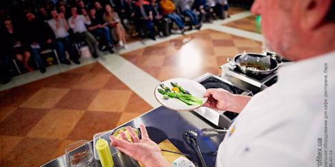 Тепловое оборудование Modular для кулинарных мастер-классов. Шоу кухня на сцене конгресса шеф поваров FONTEGRO, Киев. На фото выступление Bruno Verdgu.