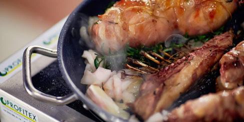 Подбор и установка кухонного оборудования для выездных кулинарных мастер-классов. Шоу кухня на сцене конгресса шеф поваров FONTEGRO, Киев. На фото блюдо, приготовленное на мастер-классе конгресса.