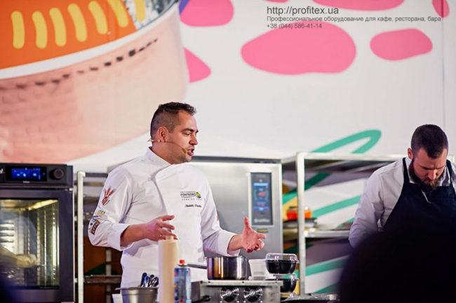 Профессиональное оборудование для кулинарных мастер-классов. Шоу кухня на сцене конгресса шеф поваров FONTEGRO, Киев. На фото мастер-класс шеф повара Анатолия Казакова.