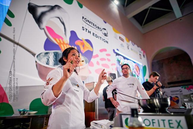 Специализированное кухонное оборудование для HoReCa. Шоу кухня на сцене конгресса шеф поваров FONTEGRO, Киев. На фото выступление Bо Songvisava & Dylan Jones.