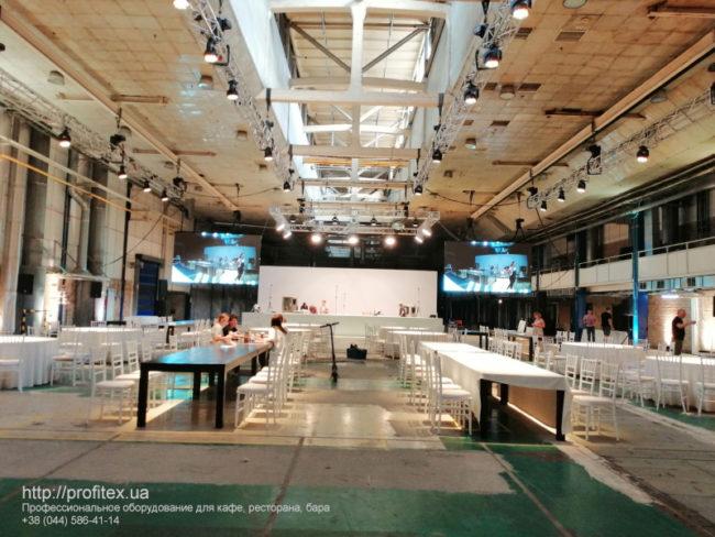 Проектирование профессиональной кухни для кулинарного мастер-класса компанией PROFITEX. POP UP ГАЛА УЖИН Kiev Wine, Киев. На фото монтаж оборудования и комплектация кухни для гала-ужина.